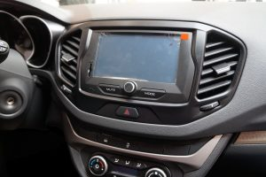 LADA Vesta multimedia systeem, Bluetooth, navigatie, achteruitrijcamera